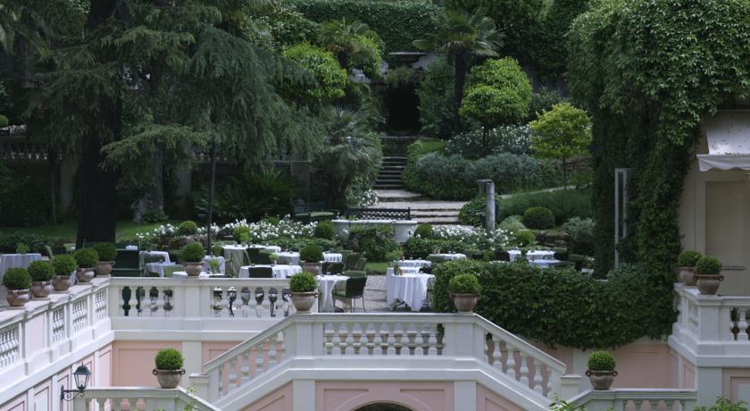 デ・ルシー 中庭