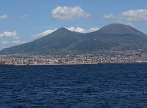 ナポリ市街地&ヴェスヴィオ火山