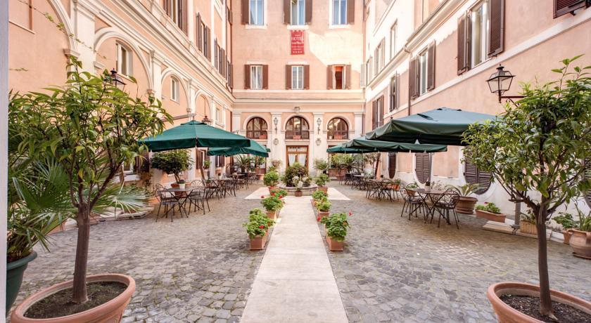 アンティコ・パラッツォ・ロスピリオージ 中庭
